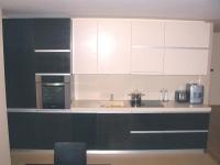 Стилна кухня в черно и бяло