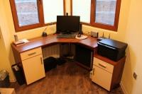 Ъглово бюро за компютър