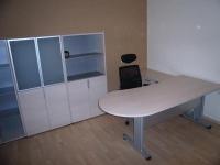 Изчистен дизайн за офис бюро