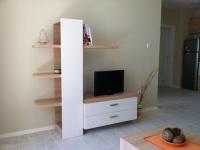 Шкаф за дневна с място за телевизор