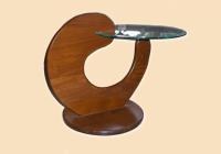 Дизайнерска маса със стъклен елемент