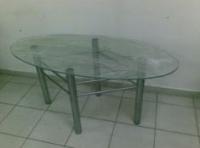 Стъклена маса с тръбни крака