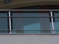Парапет по индивидуален проект от стъкло
