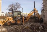 Изкопаване и преместване на земни маси