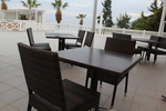 Маси и столове от ратан за лятни заведения за външно и вътрешно ползване