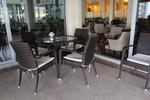 Маси и столове от ратан за кафенета за външно и вътрешно ползване