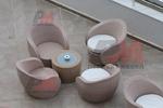 Модерни маси и столове от ратан слонова кост