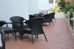 Маси и столове от евтин ратан в различни цветове и плетки
