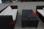 Маси и столове от черен ратан,придаващи стил и комфорт