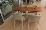 Комфортни и стилни маси и столове от ратан бежови