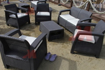 Красиви маси и столове ратан за плаж