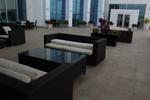 Удобни маси и столове от ратан за хотел