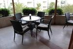 Маси и столове от черен ратан за външно и вътрешно ползване