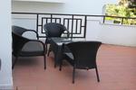 Столове, произведени от ратан за заведения