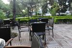 Обзавеждане с маси и столове от ратан за хотел