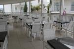 Елегантни и удобни маси и столове от бял ратан