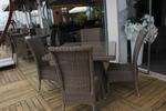 Качествени столове от ратан за ресторанти
