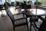 Топ качество на столове от ратан за ресторанти