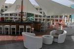 Качествени бар столове от ратан за заведения