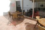 Комфортни и стилни маси и столове от ратан за заведения