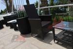 Маси и столове от ратан за къща със басейн