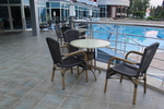 Дизайнерски маси и столове от ратан за басейн