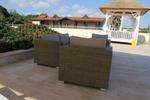 Красиви маси и столове от ратан за басейн