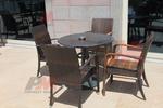 Уникални маси и столове от ратан за басейн