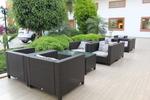 Дизайнерски маси и столове от изкуствен ратан
