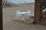Скъпи маси и столове от бял ратан