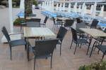 Универсален стол и маса от ратан за интериор за всесезонно използване
