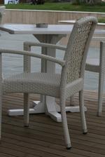 Маси и столове от бял ратан за външно и вътрешно ползване