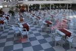 Пластмасови бели столове, с разнообразни размери