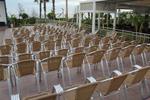 Качествени алуминиеви столове за поставяне в заведението и градината