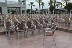 стол произведен от алуминии за плаж