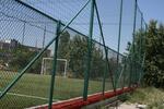 изработка на метална мрежа за ограждане на спортни терени