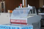Хладилни витрини за торти с извито стъкло за сладкарници