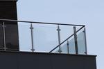 изработка по поръчка на парапет за тераса от стъкло и неръждавейка