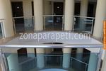 изработка по поръчка на парапет за балкон от стъкло и неръждавейка