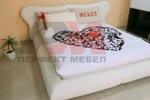 Спални и легла с тапицирани табли