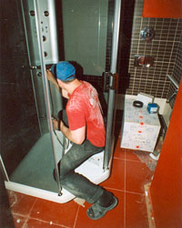 Монтаж на душ кабини