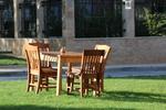 луксозна маса със столове от масивна дървесина