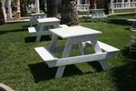Дървени маси с пейки