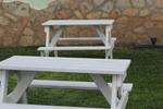Изработка на дървена маса с пейки по поръчка