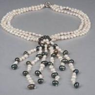 Колие от естествени бели и черни перли