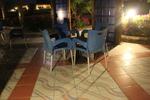 Черна стойка за бар маса