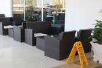 Универсален стол и маса от евтин ратан за всесезонно използване