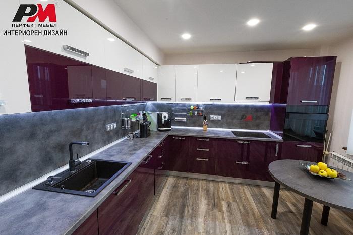 Простор, уют и модерен стил в интериора на кухнята