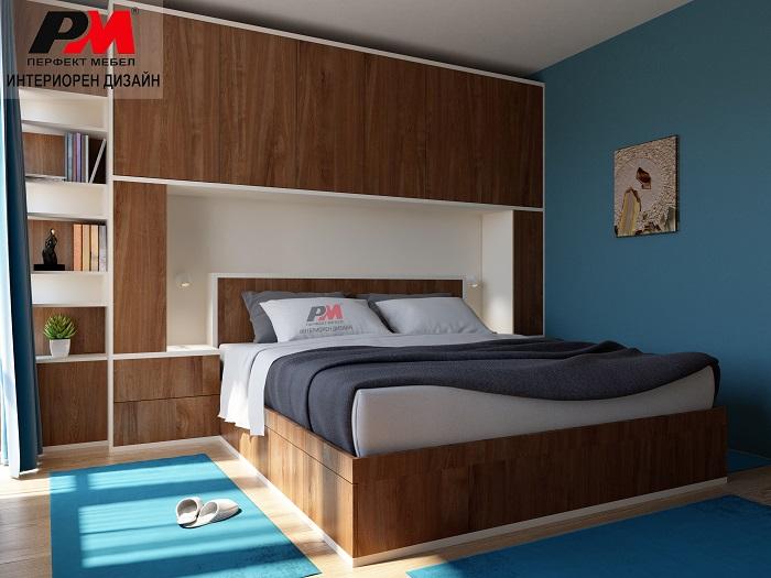 Модерен и стилен интериор на спалня в дървесни тонове и акценти в синьо