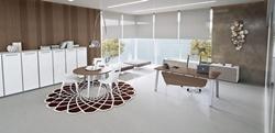 Семпла офис мебел в бяло и кафяво